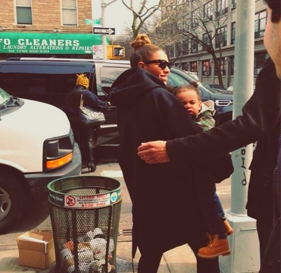Blue-Ivy-Beyonce-in-Brooklyn-New-York